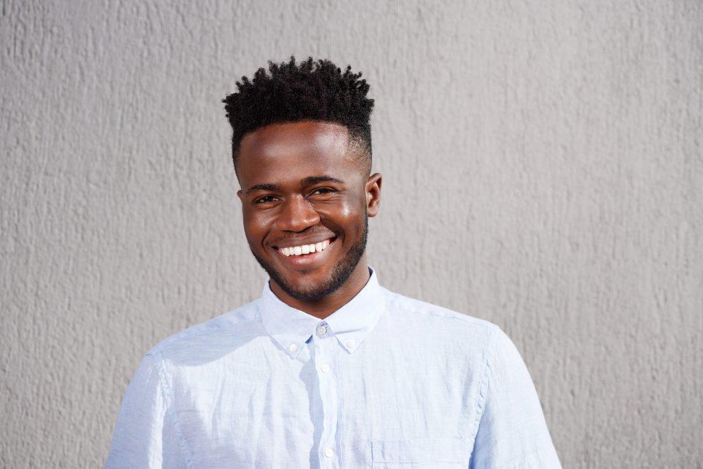 corte de cabelo afro masculino2 - Corte de cabelo afro masculino: Melhores modelos, finalização e dicas