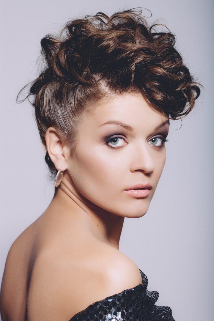 moicano feminino3 - Moicano feminino: Estilos de cortes, penteados e muitas dicas