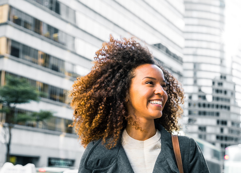 cabelo crespo 2 - Luzes No Cabelo Castanho: Saiba como alcançar o resultado perfeito
