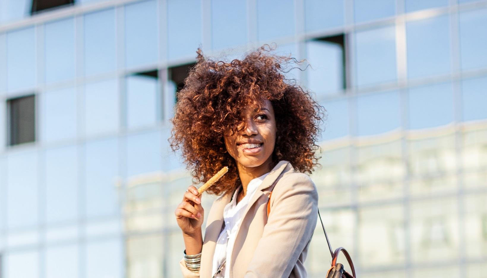 Franja para rosto redondo: saiba como escolher a franja ideal