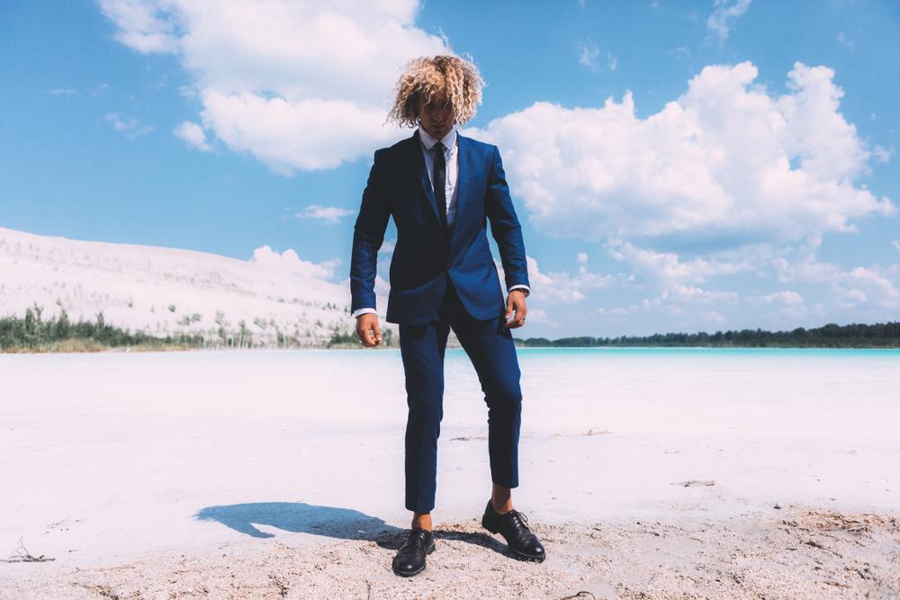 Cabelo masculino platinado: inspirações, dicas e cuidados pré e pós-descoloração