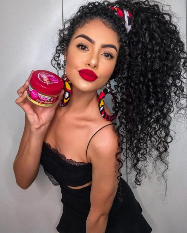 Penteados práticos (e lindos) para cabelos cacheados
