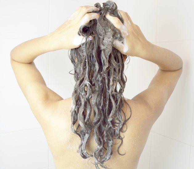 shampoo anti residuo 630x551 - Você sabe para que serve o shampoo anti resíduo? Descubra