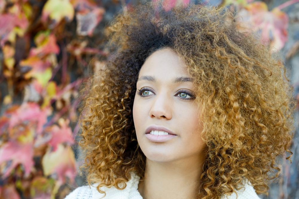 Os melhores tons para valorizar as negras com cabelo loiro