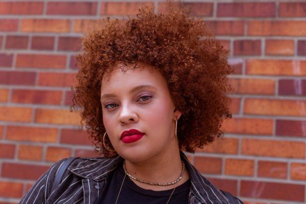3dfa3e1e ade0 43e8 a469 366723d645a1 630x420 - 10 provas de que cabelo crespo colorido é puro arraso na sua vida e várias diquinhas para conquistar o visual