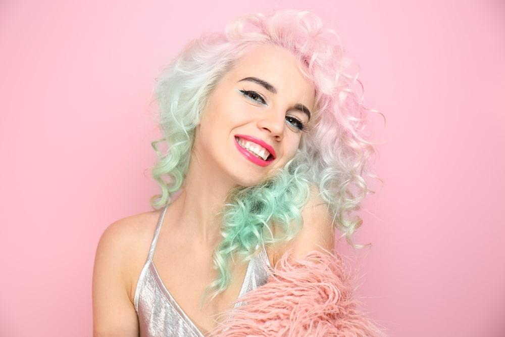Cabelo colorido para pele clara 2 - Dúvidas sobre cabelos coloridos? Respondemos à todas elas para você!