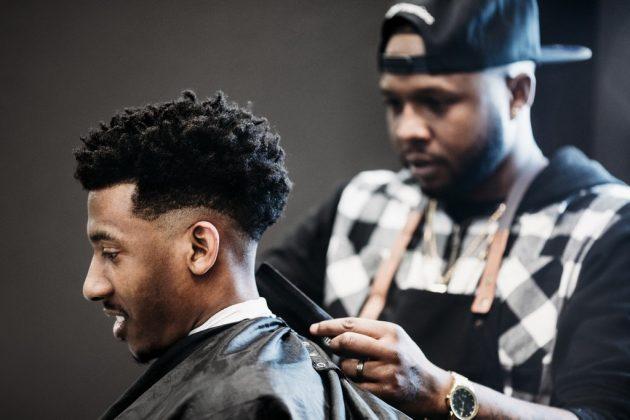 corte de cabelo masculino degrade 13 630x420 - 16 cortes de cabelo masculino crespo para nunca mais dizer que ficou sem criatividade