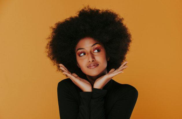 6 hábitos noturnos que vão mudar a vida dos seus cabelos