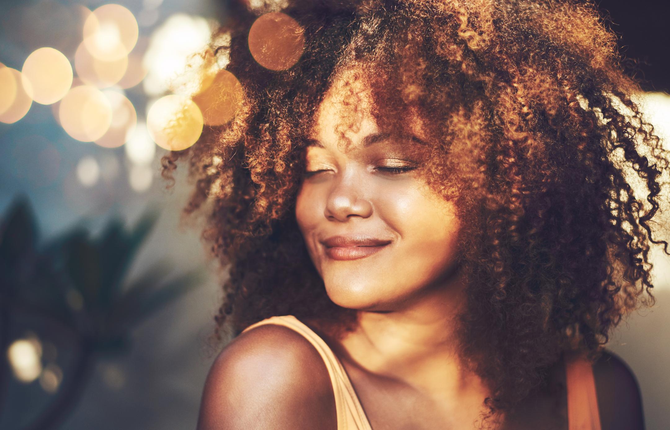 morena iluminada 3 - Dicas para arrasar com o look morena iluminada no cabelo cacheado e crespo