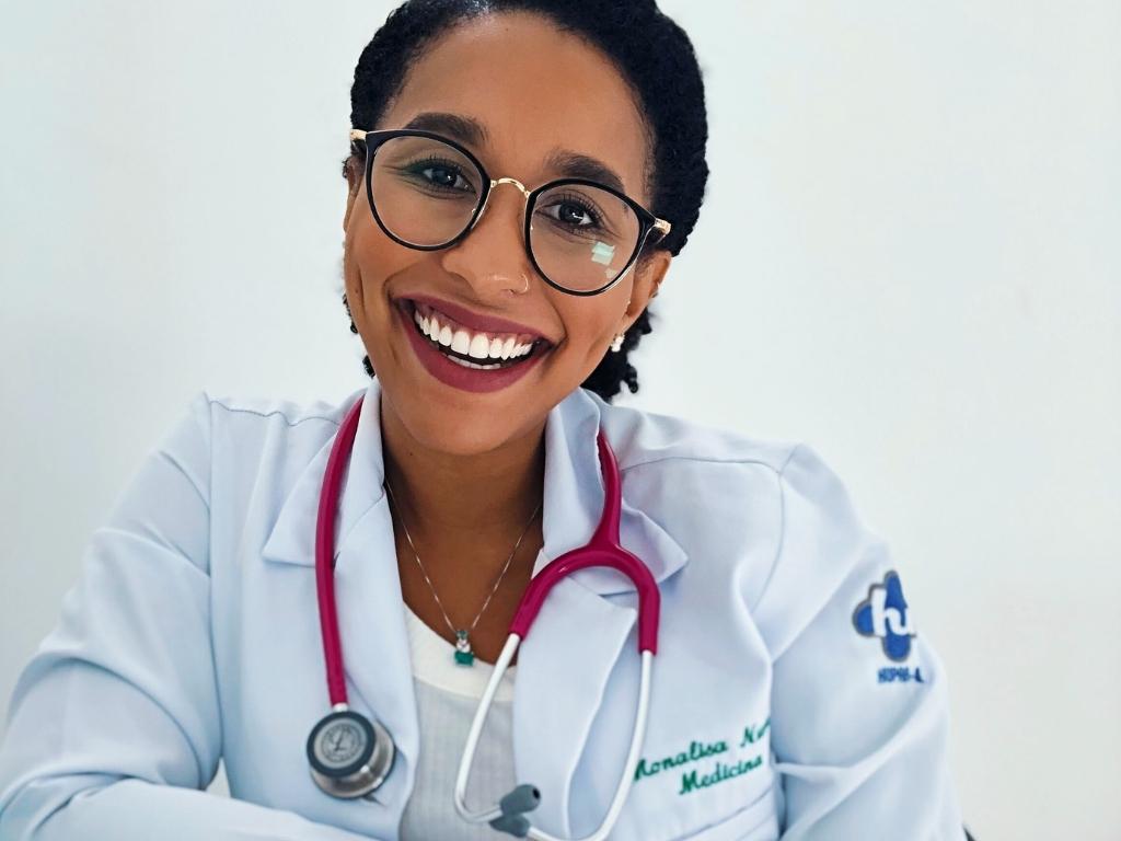 Mona Nunes medica