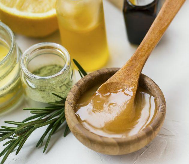 beneficios do mel no cabelo 2 630x547 - Benefícios do mel no cabelo: por que ele é tão poderoso na hora de restaurar?