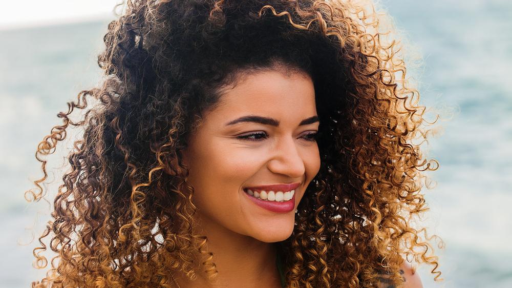 cabelo loiro com raiz escura 13 - Descubra porque o cabelo loiro com raiz escura é o look mais prático