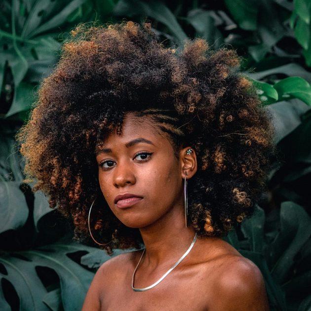 penteados com cachos 1 630x630 - Separamos 6 penteados com cachos incríveis para você se inspirar