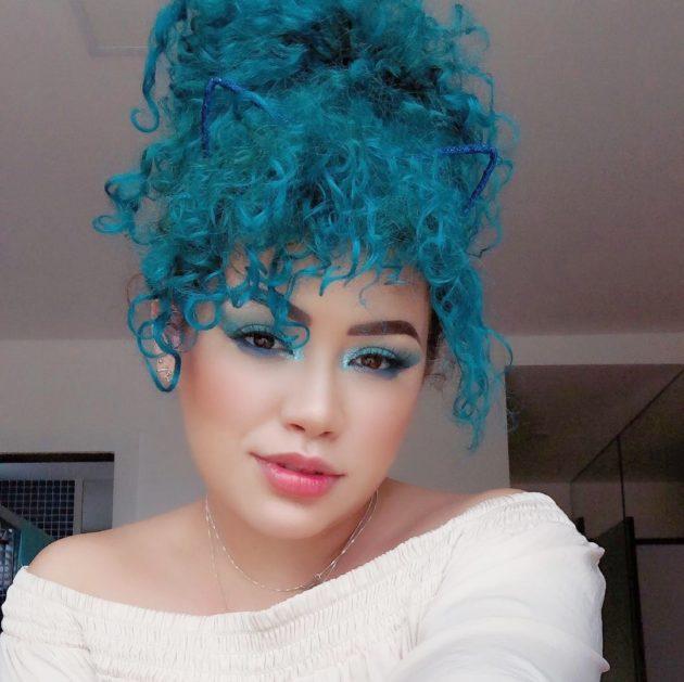 Franja falsa para cabelo cacheado em 5 passos