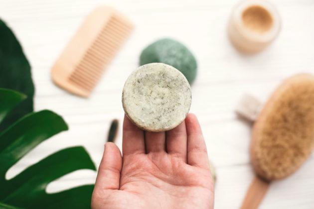 O que você precisa saber sobre shampoo sólido? Contamos tudo por aqui!