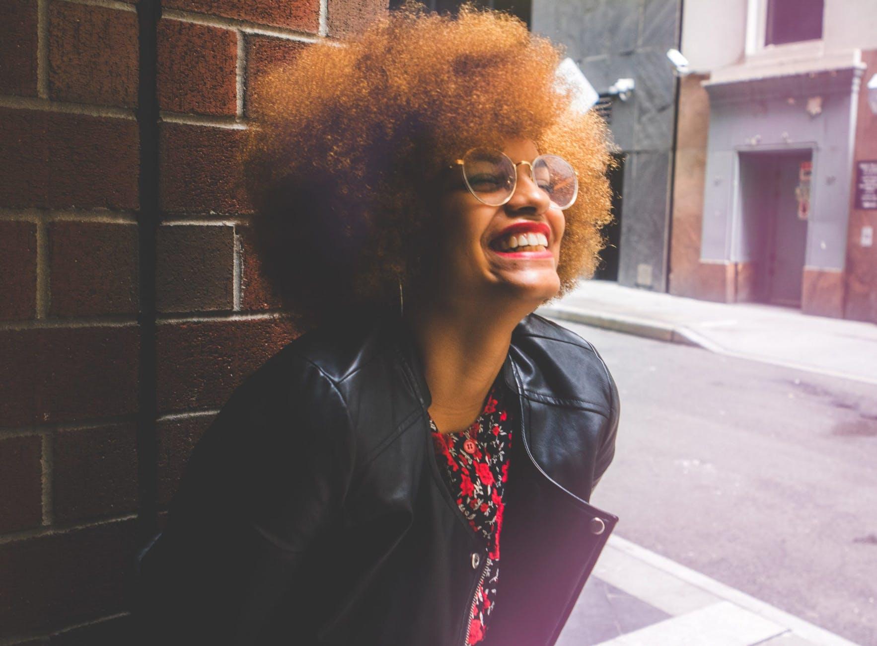 cabelo loiro cacheado 1 - Cabelo loiro cacheado e crespo: ideias de looks para apostar