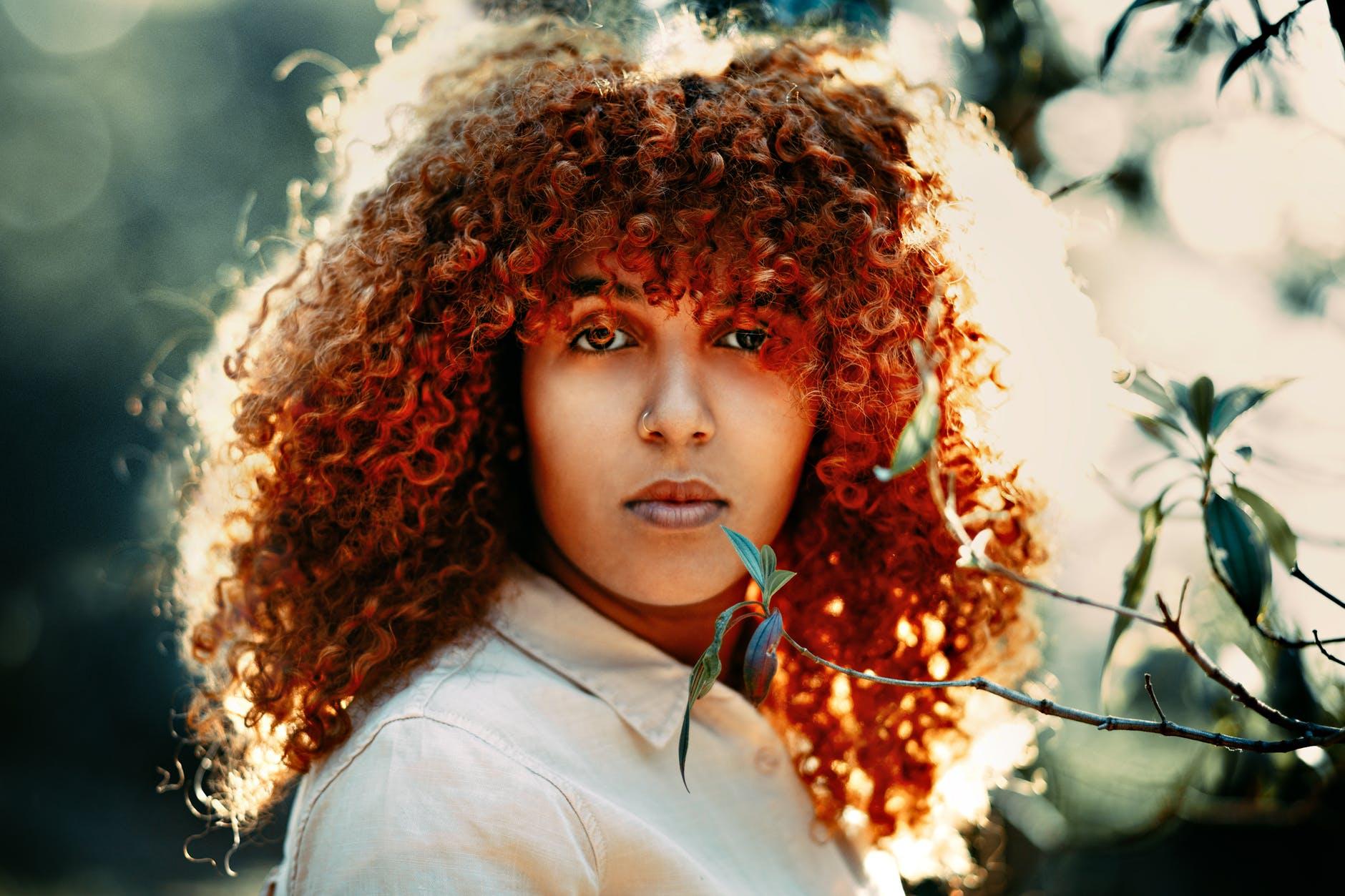 cabelo cacheado ruivo 17 - Quais os segredos para um cabelo cacheado ruivo sem defeitos?