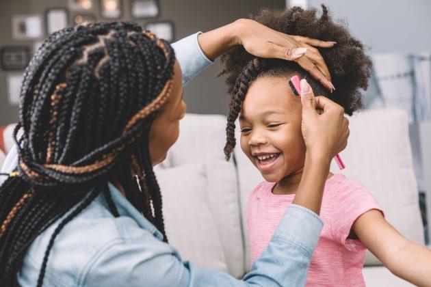 Aceitação do cabelo crespo 630x420 - Como incentivar crianças com cabelo crespo a amarem seus fios naturais?