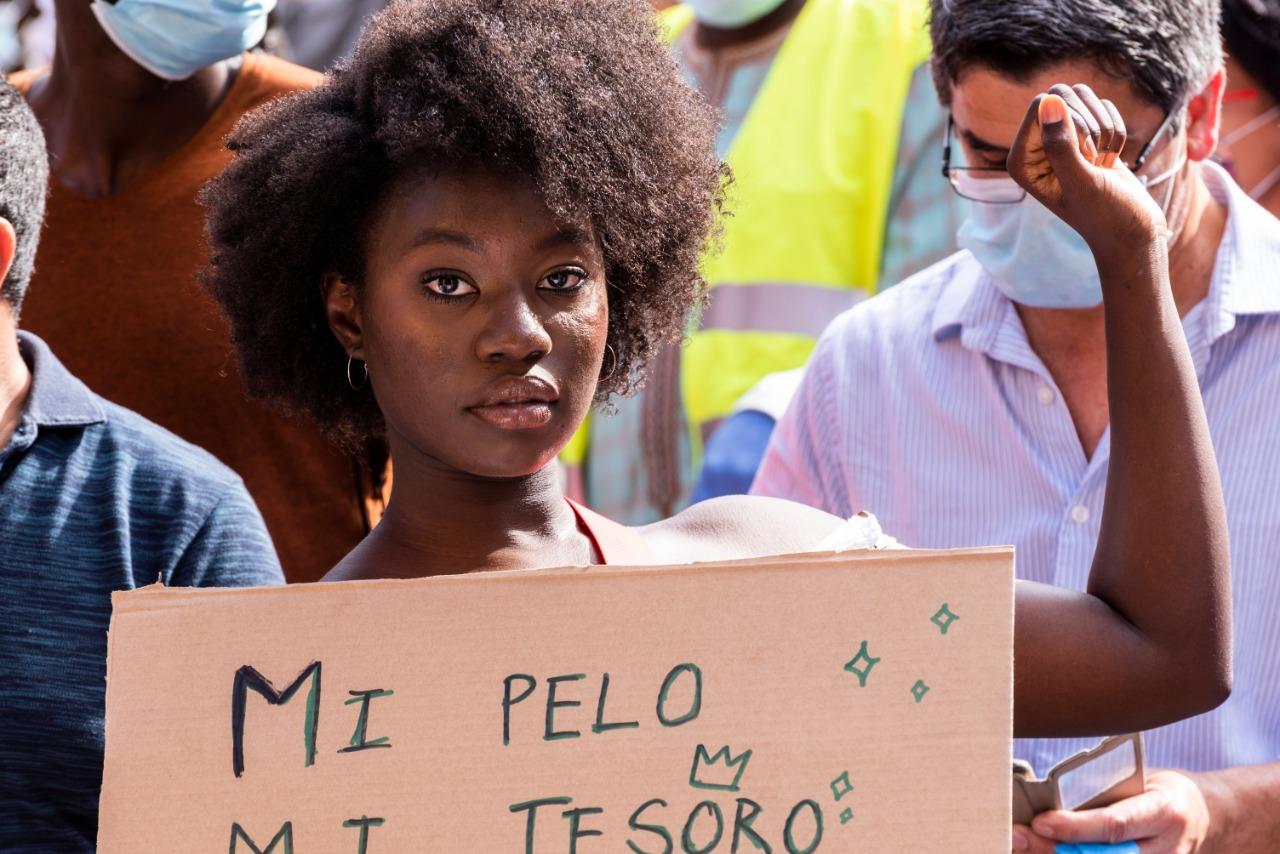 Cabelo bombril cabelo ruim comparações racista com o cabelo afro