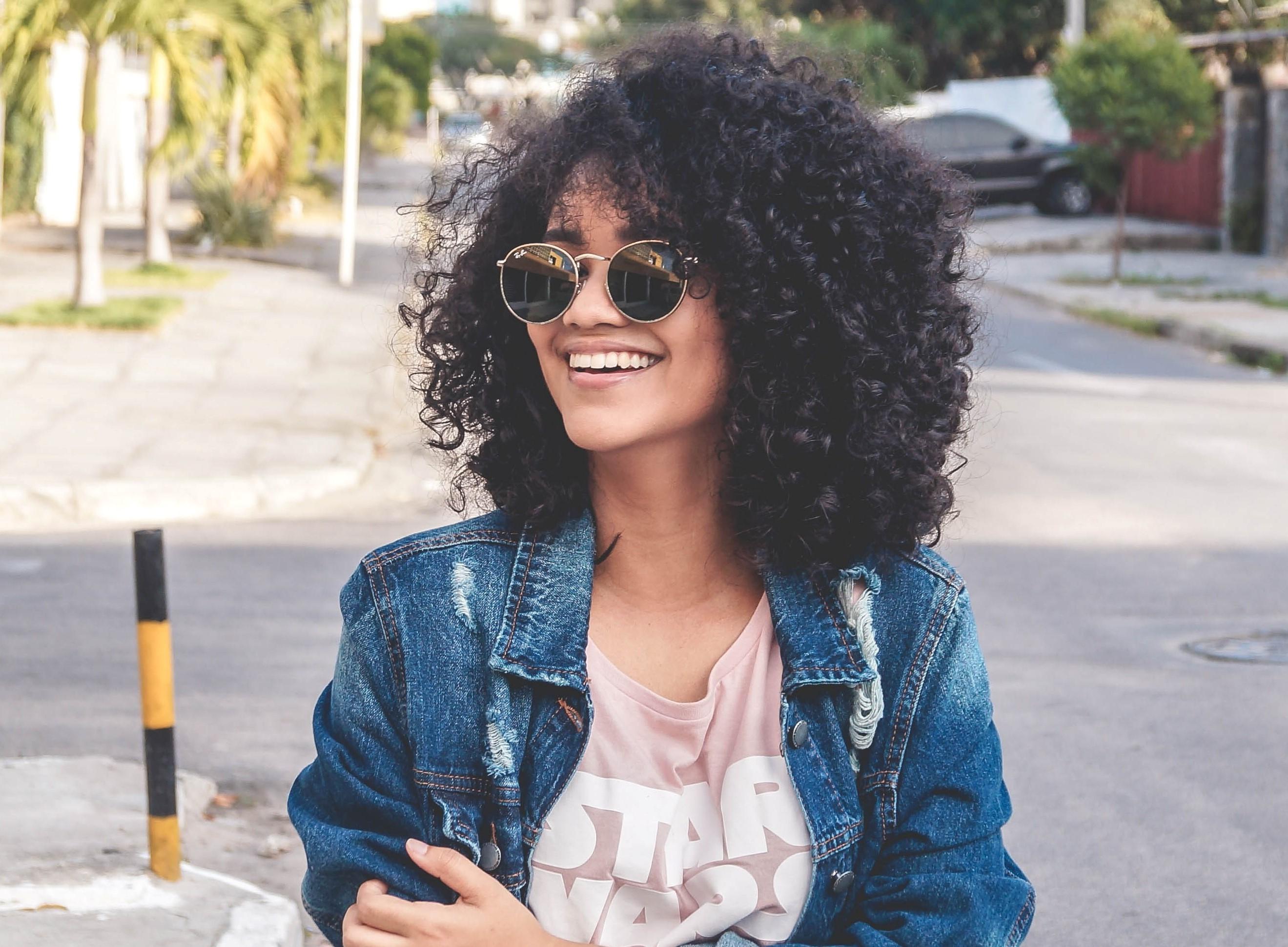 Corta a franja co cabelo crespo - Inspirações e dicas para um cabelo crespo com franja incrível