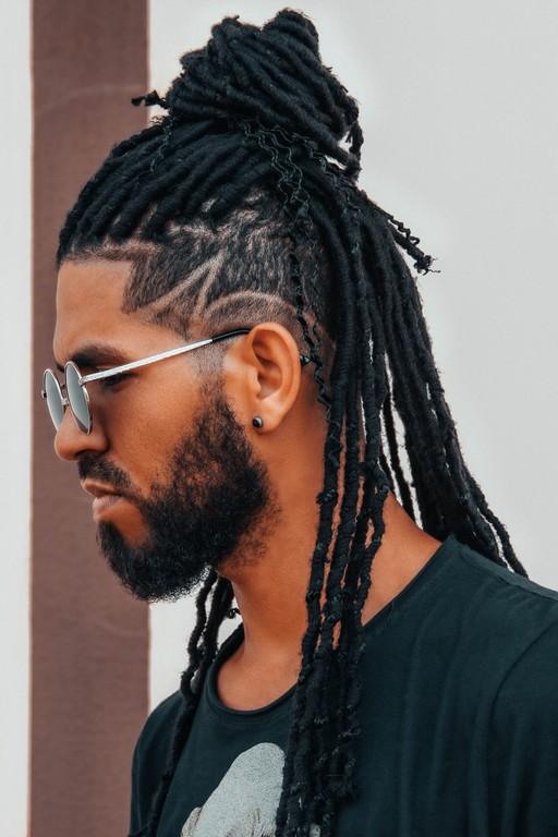 Penteado masculino coque com as tranças box braids - Guia completo das tranças masculinas box braids
