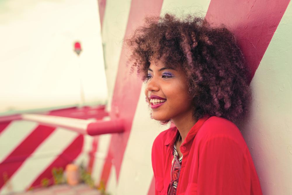cabelo crespo com franja e luzes - Inspirações e dicas para um cabelo crespo com franja incrível
