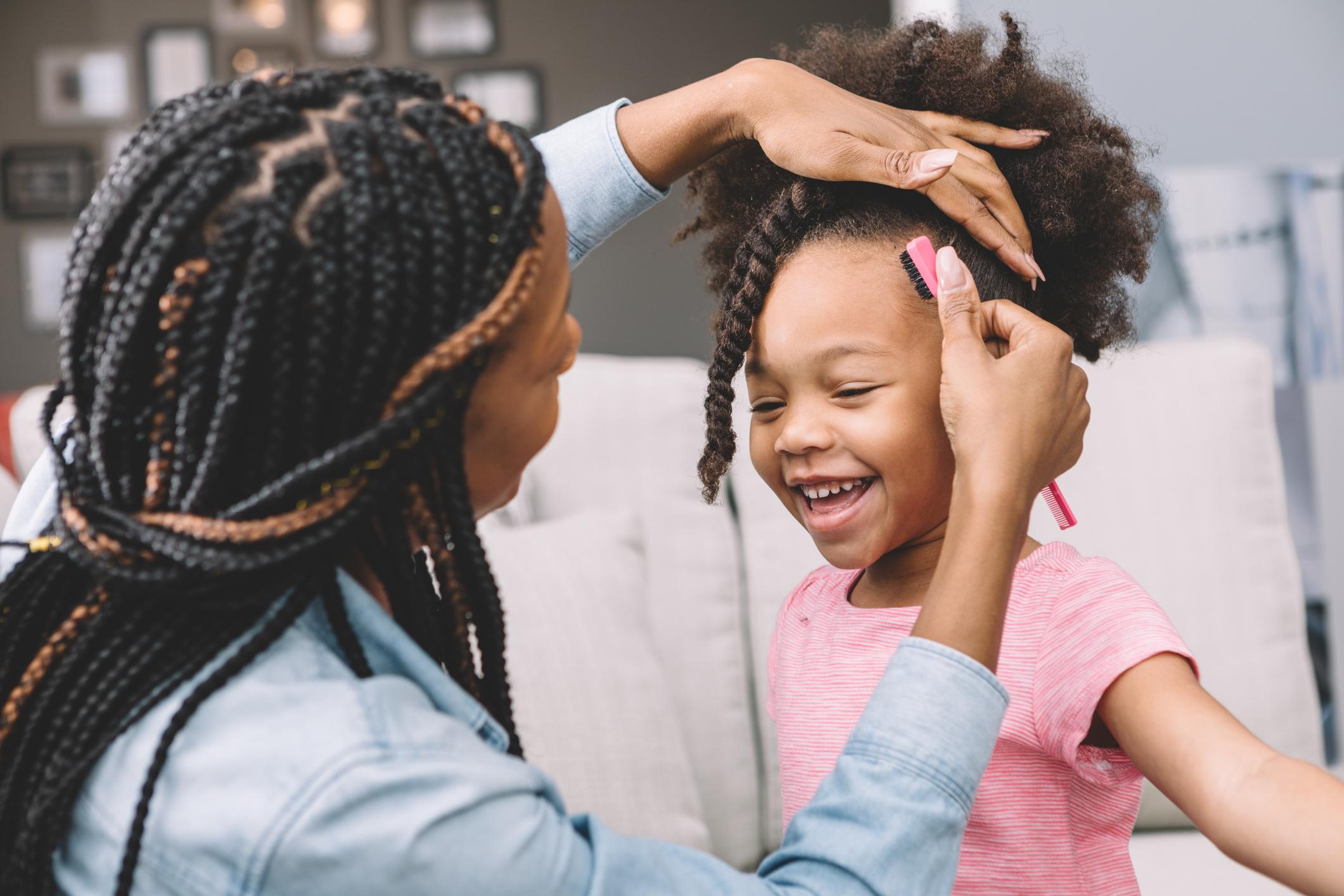 Crianças com cabelo crespo