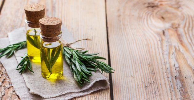 oleo de alecrim cabelo 630x327 - Saiba quais são os óleos capilares mais famosos e seus benefícios