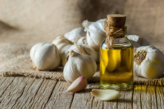 oleo de alho para cabelo 630x419 - Saiba quais são os óleos capilares mais famosos e seus benefícios