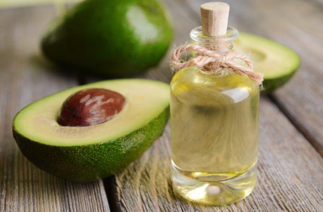 oleo de cabelo abacate 630x414 - Saiba quais são os óleos capilares mais famosos e seus benefícios