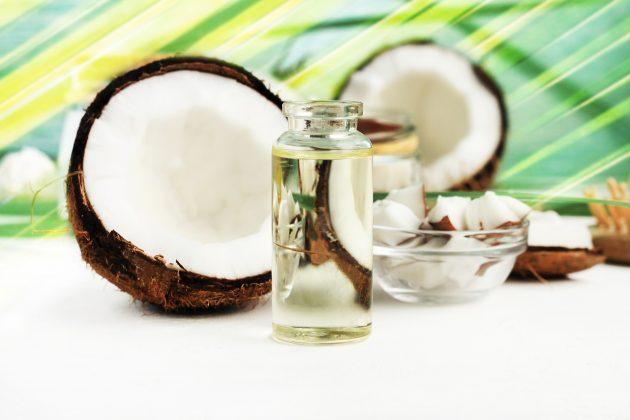 oleo de coco para cabelo 630x420 - Saiba quais são os óleos capilares mais famosos e seus benefícios