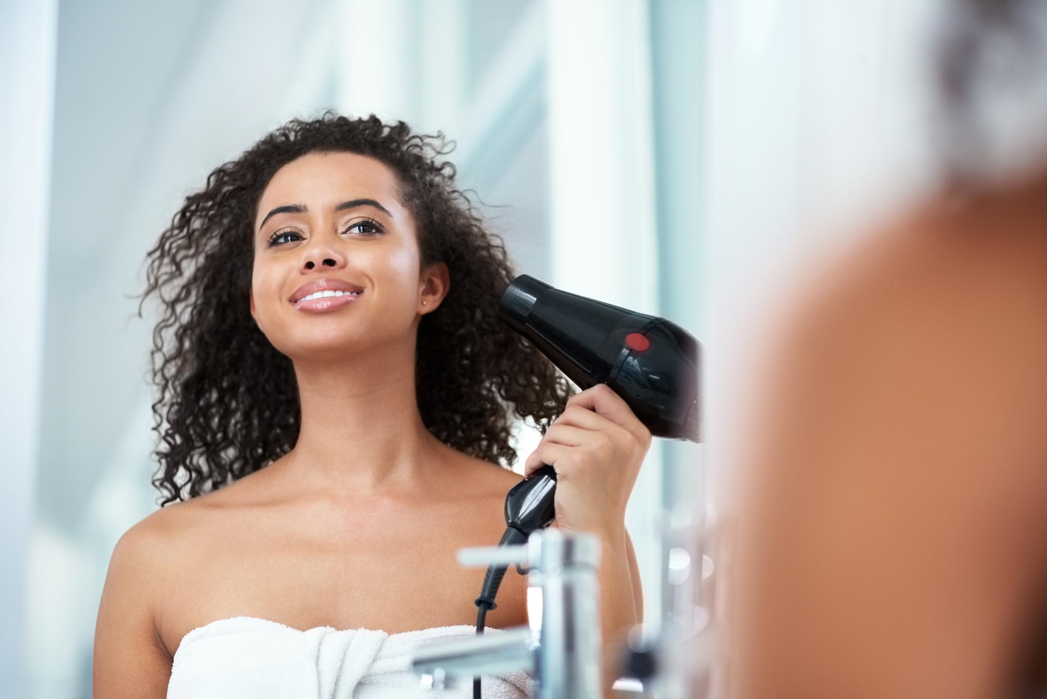 Secar o cabelo cacheado