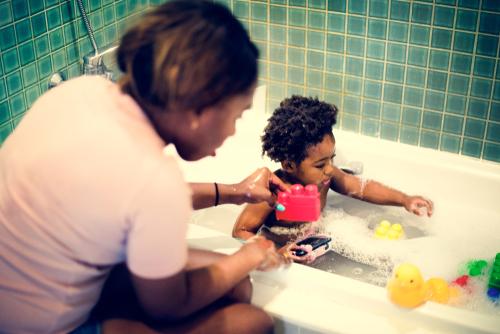 cabelo crespo infantil - Cabelo crespo infantil:  use a hora do banho para exaltar o crespinho das crianças!