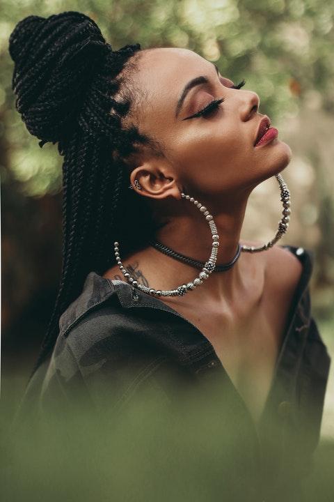 knotless braids preta - Conheça as knotless braids, as tranças sem nós e seguras para o cabelo