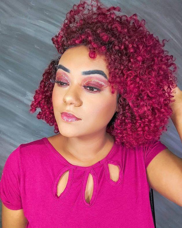 cabelo cacheado rosa 630x788 - Cabelo cacheado rosa: 8 inspirações do tom fantasia nos fios naturais