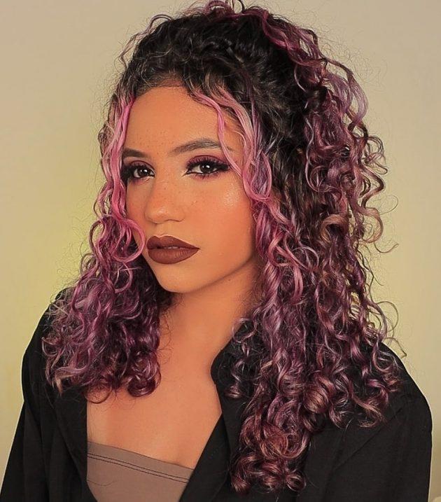 cabelo cacheado rosa pastel 630x717 - Cabelo cacheado rosa: 8 inspirações do tom fantasia nos fios naturais