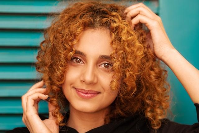 Cuidados com cabelo natural antes e depois da coloração