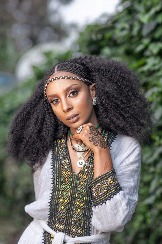 fulani 533x800 - 20 penteados elegantes para cabelos naturais