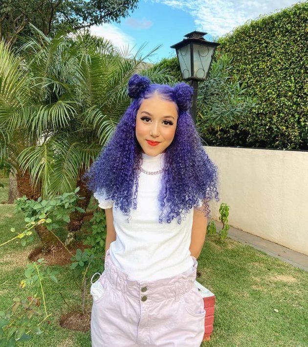 cabelo cacheado colorido cor roxo 630x709 - Ideias de cabelo colorido para cacheadas: 8 tons criativos para se inspirar