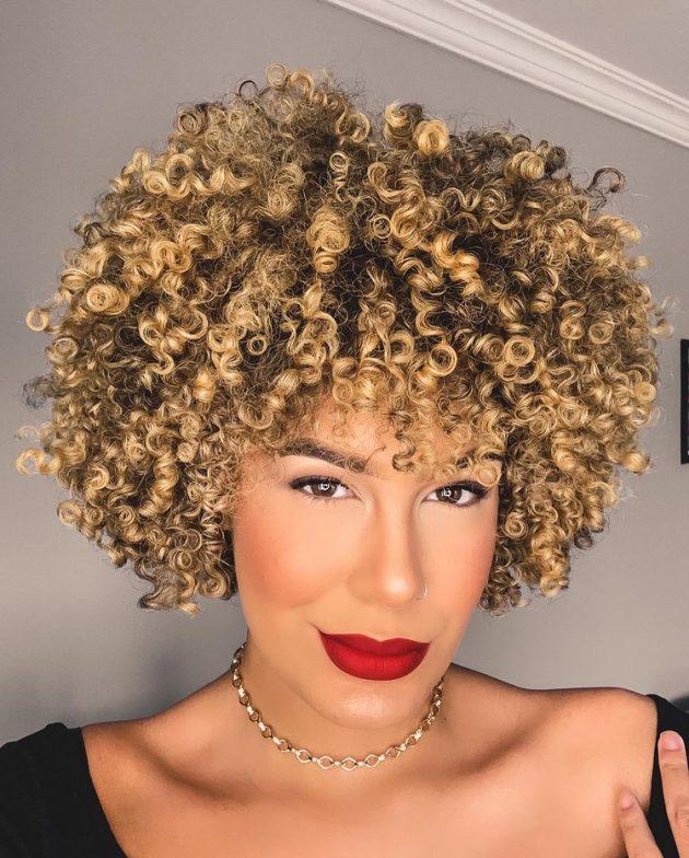recontrucao capilar para cabelo cacheado e crespo colorido 630x784 - Como recuperar os cachos depois da descoloração: cuidados, dicas e produtos para voltar os cachos do cabelo.